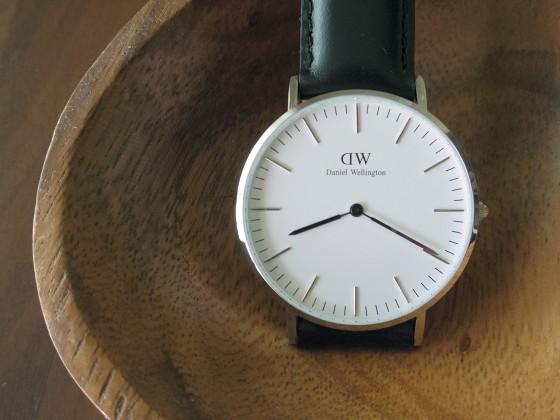 ダニエル・ウェリントンの腕時計のミニマルな文字盤