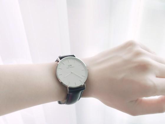 ダニエル・ウェリントンの腕時計 ブラックレザーベルト